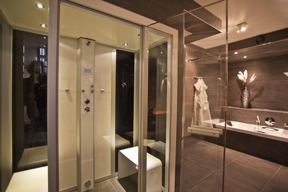 Faciliteiten vakantiehuis buitenjacuzzi sauna woonkeuken - Een wasruimte voorzien ...